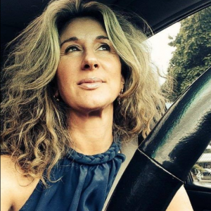 bestselling-chick-lit-author-Jane-Green-Drives
